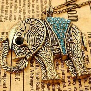❤Beautiful Vintage & Gold Elephant Necklace!